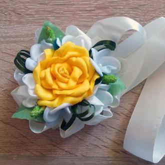 Бутоньерка-браслет для подружек невесты и\или гостей желтая