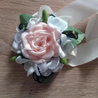 Бутоньерка-браслет для подружек невесты и\или гостей персиковая