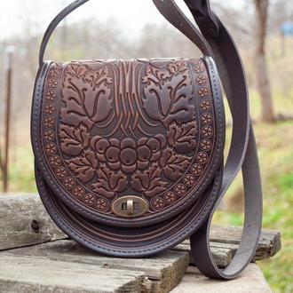 Сумка кожаная женская через плечо коричневая полукруглая орнамент Калина