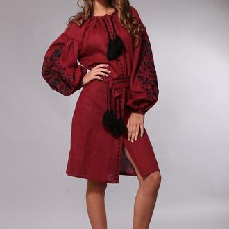 Бордовое вышитое платье в стиле бохо