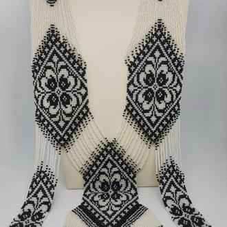 Черно-белый гердан с цветочным притом в два уровня