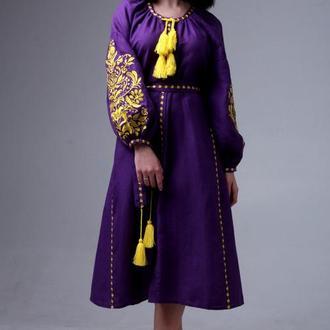 Фиолетовое платье с вышивкой