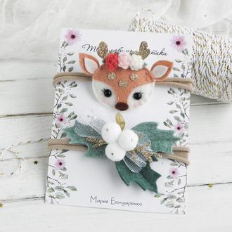 Новогодние повязки для девочки с оленем и белыми ягодами