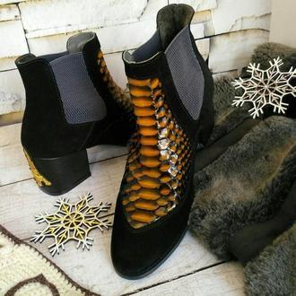 Женские демисезонные ботиночки из натуральной замши с питоном.