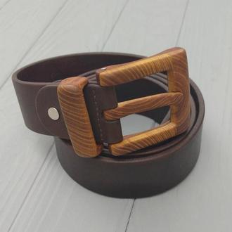 Кожаный ремень мужской с деревянной пряжкой