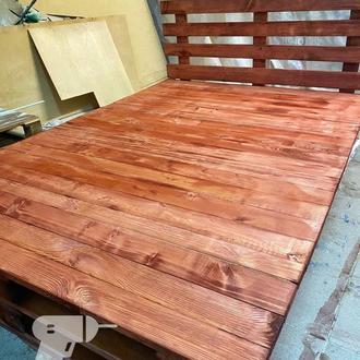 Кровать из дерева в стиле паллет