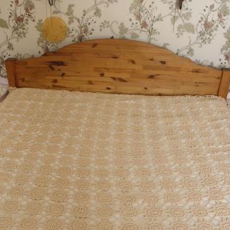 Покрывало на кровать связанное крючком