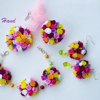 """Комплект украшений """" цветочный """"  , серьги цветочные , браслет с цветами из полимерной глины"""