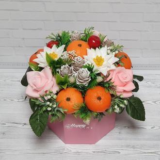 Новорічний букет з мила. Зимовий букет з мила. Троянди. Мандарини. Шишки.