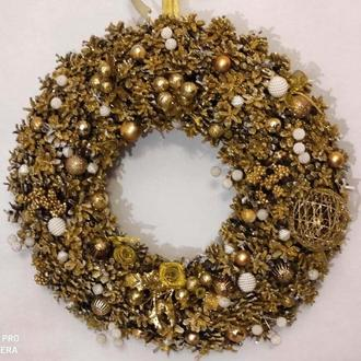 Різдвяний вінок з шишок золото