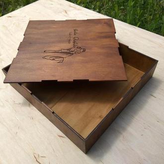 Коробочка из дерева для фотографий.