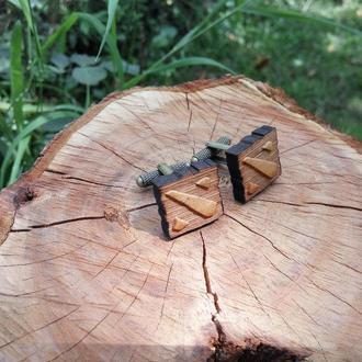 Запонки из дерева