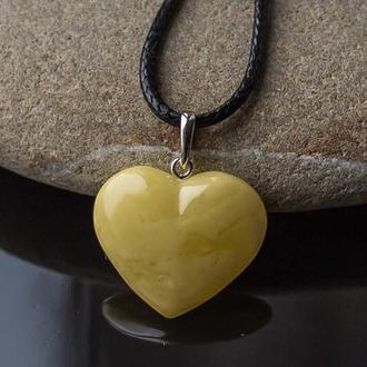 Кулон серце з бурштину