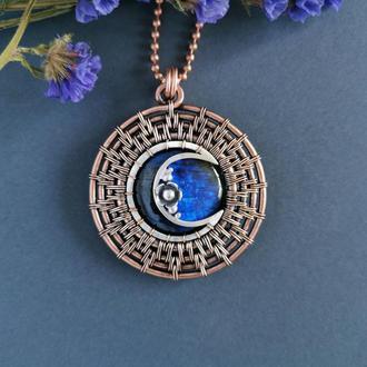 Медный кулон Солнце и Луна с синим лабрадором. Оригинальный подарок девушке