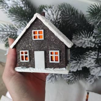Новогодний световой домик коричневого цвета 1шт