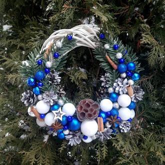 Венок новогодний сине-белый
