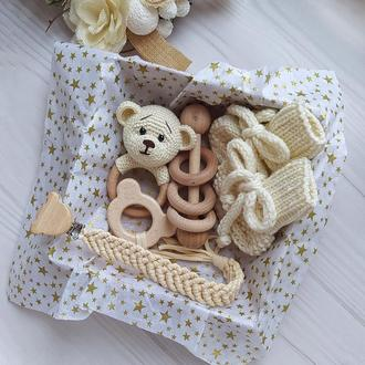 Набор деревянных грызунков, погремушка на кольце, держатель, пинетки меринос