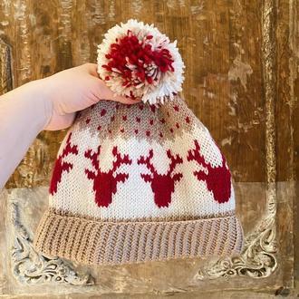 Вязаная шапка с оленями