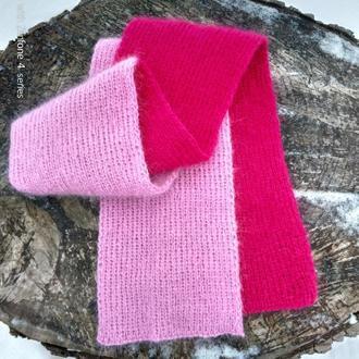 Яркий вязаный теплый розовый шарф