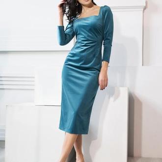 Бирюзовое платье миди из бархата с разрезом сзади