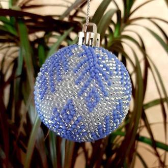 Новогодний шарик из бисера уникальная игрушка на елку ручной работы подарок на Новый год и Рождество