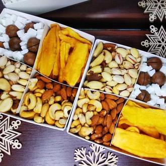 Коробка с орехами и фруктами без сахара