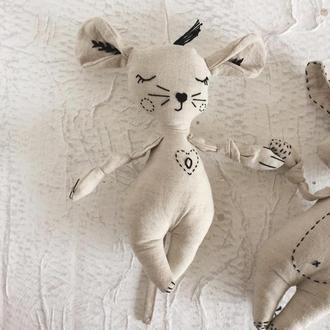 Эко игрушка из льна. Авторская. Мышка с инициалами. Буква О.