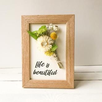 Цветочная рамка «Life is beautiful»