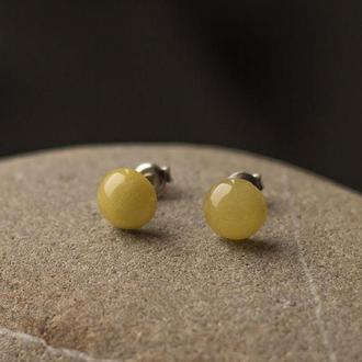 Серебряные серьги гвоздики с янтарем