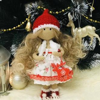 Вязаная каркасная куколка Гномочка