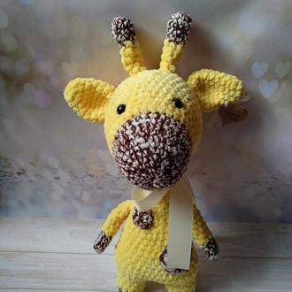 Плюшевый вязаный жираф