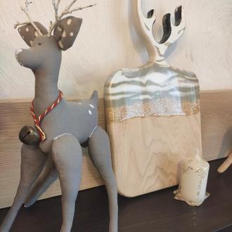 Сервировочная доска новогодняя  с эпоксидной смолой и персональной гравировкой