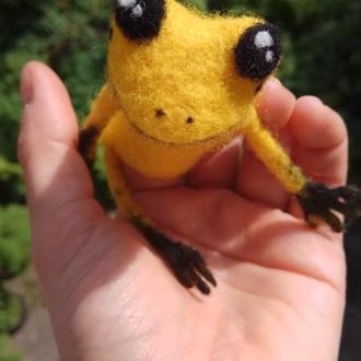 Пальчиковая игрушка Лягушенок жёлтый.