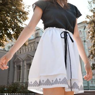 Белая юбка с черной вышивкой SW02.1