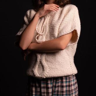 Красивый, тёплый, молочный свитер для девочки. Ручная вязка.