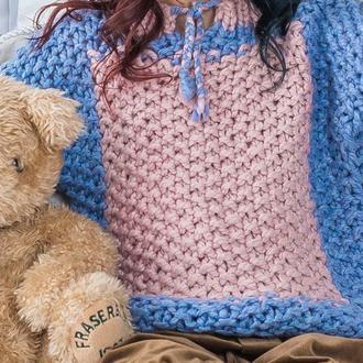 Красивый, тёплый, двухцветный свитер для девочки. Ручная вязка.