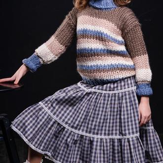 Красивый, тёплый, четырёхцветный свитер для девочки. Ручная вязка.
