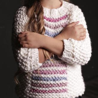 Красивый, тёплый, оригинальный свитер для девочки. Ручная вязка.