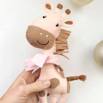 Іграшка жирафа з фетру для дитини