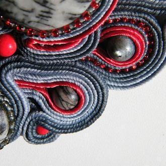 Красно-серое сутажное ожерелье