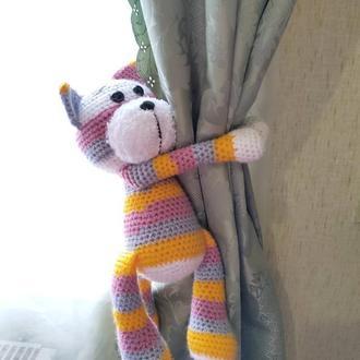 Котик вязанный. Подхват для штор.