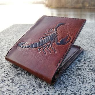 Кожаный кошелек с тиснением - рисунок и/или надпись. Ручной шов