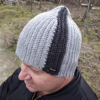 Шапка мужская вязаная крючком. Серая шапка с полоской. Шерстяная вязаная Бини.