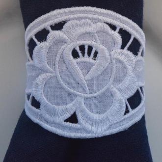 Елегантные кольца для салфеток вышитые в технике Ришелье . Машинная вышивка