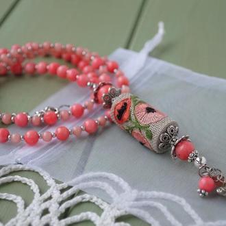 Бусы в этно стиле с коралловыми, нефритовыми бусинами и ручной вышивкой ′Мак′