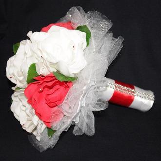 Букет невесты красно-белый