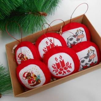 Набор новогодних игрушек из фетра с вышивкой