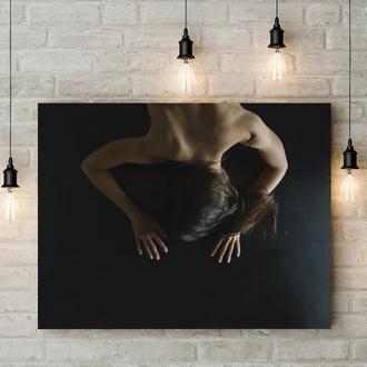 Постер в жанре нуд-арт. Откровенная картина на холсте в минималистическом стиле
