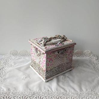Розовая шкатулка.