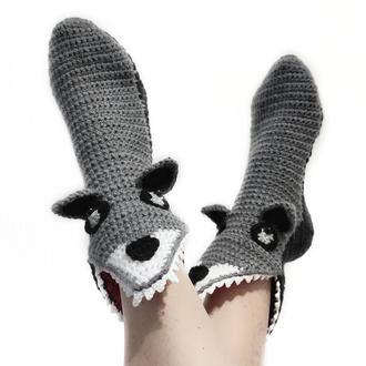 Вязаные носки-волки